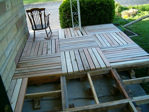 DIY Wood Pallet Porch 2