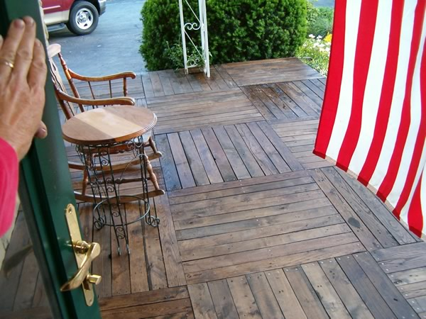 DIY WoodPallet Porch 4